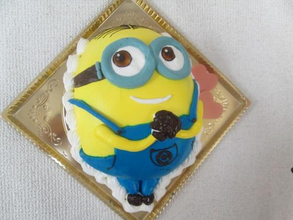通販ケーキで、ご指定の表情のミニオンを立体ケーキで